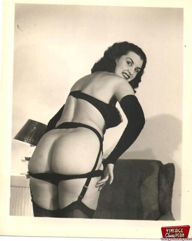 Милые женщины из винтажной эротики прошлого века