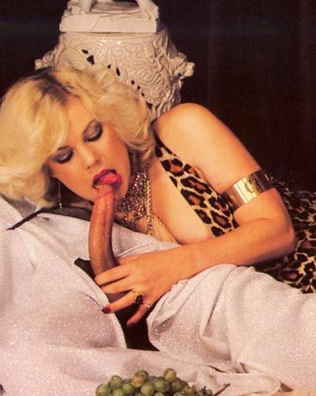 Парни сняли элитных проституток для группового анального секса