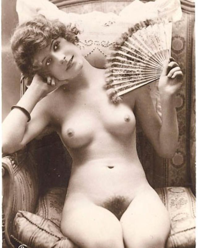 Эротическая подборка с голыми винтажными женщинами