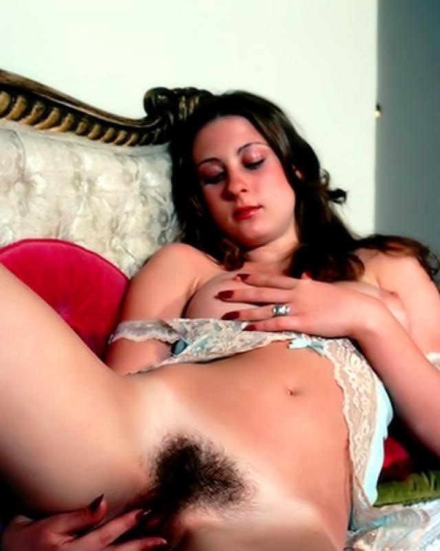 Винтажная девушка и фото ее волосатой промежности