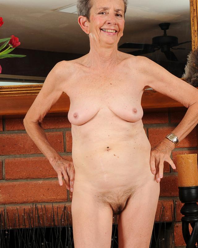 Русская голая бабушка показала свою мохнатую киску