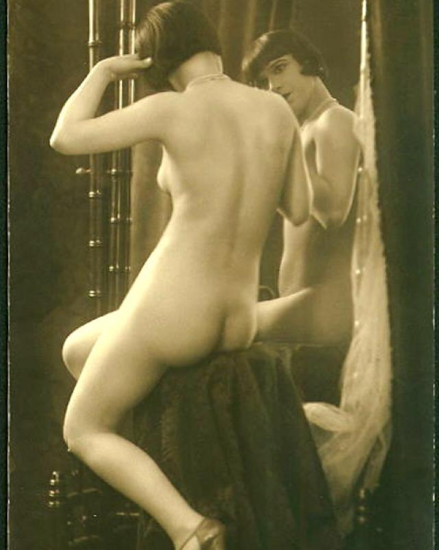 Очень старое порно с шикарной голой девушкой