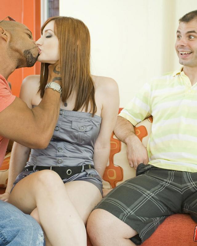 Рыжая телка трахается с другом своего мужа