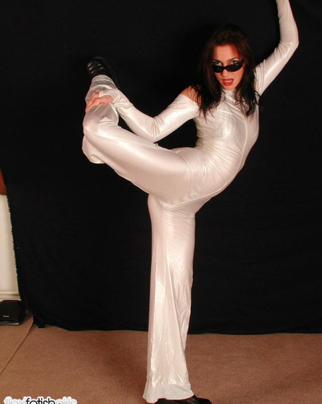 Фото гимнастки на шпагате