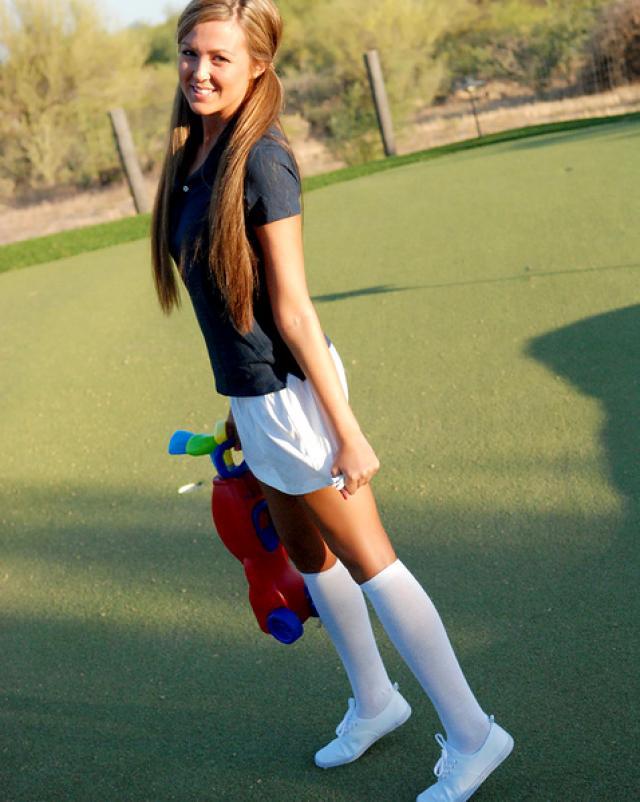 Любительница гольфа получает клюшку в узкое влагалище