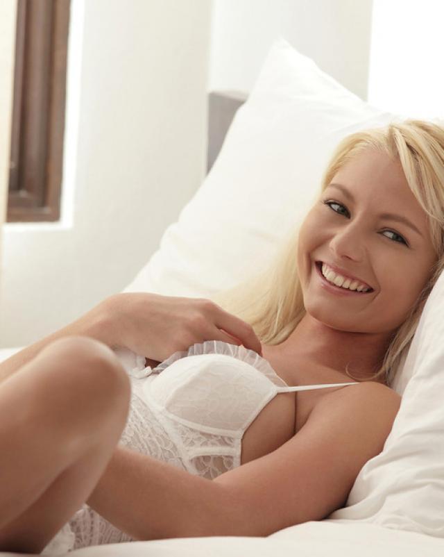 Две русские красотки не отказались от порно фильма