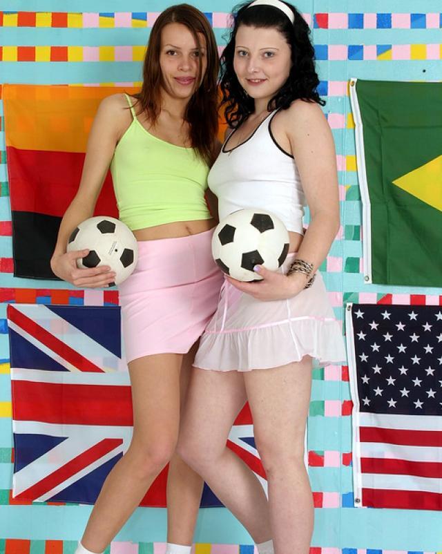 Спортивные лесбиянки предпочли секс со страпоном футболу