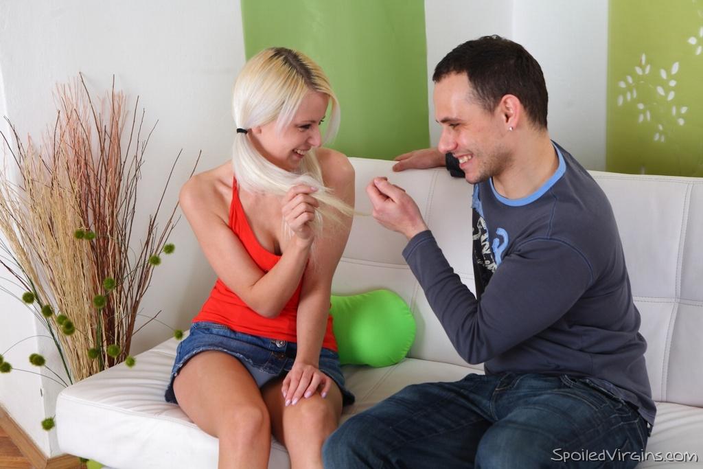 Русская студентка трахается с парнем при гинекологе