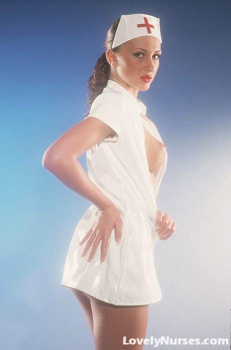Горячая медсестра эротично фотографируется