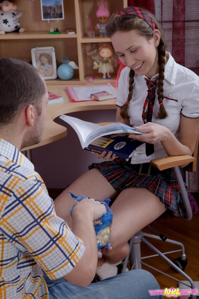 Русская студентка долбится в анал с другом