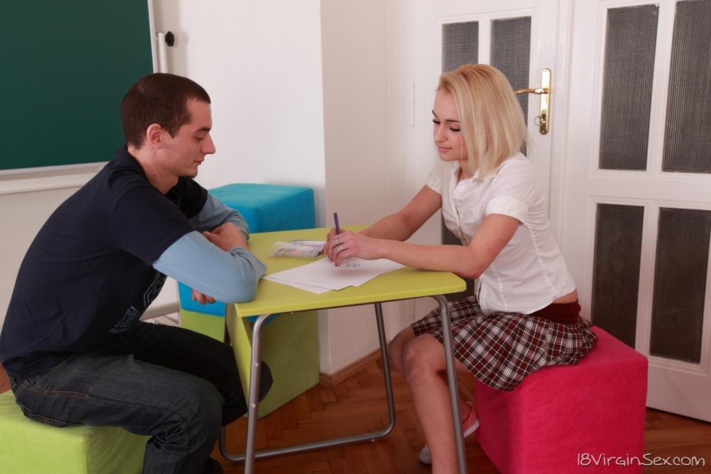 Студентка в кедах не отказалась от кунилингуса