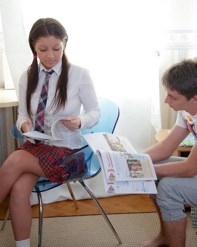 Парень поимел анал с красивой голой студенткой