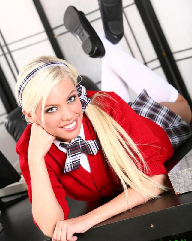 Красивая голая студентка с большими сиськами