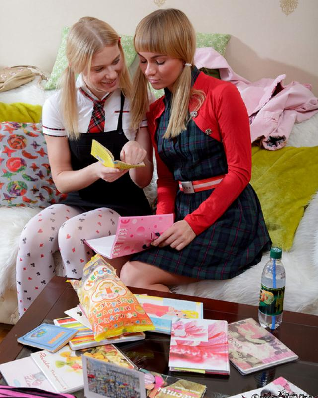 Две студентки лесбиянки трахаются страпоном