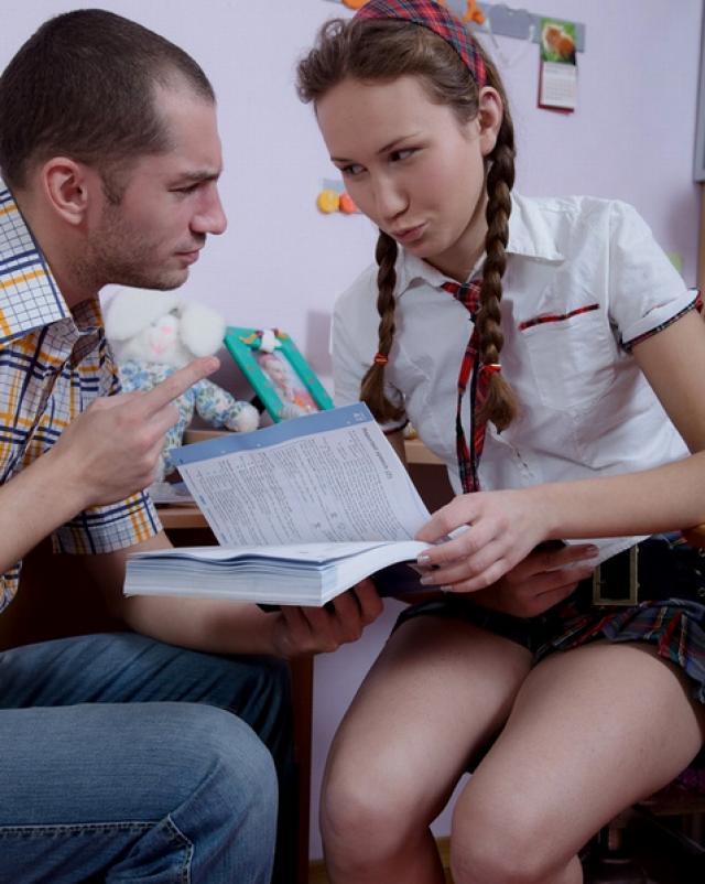 Студентка с хорошими сиськами и анальный секс
