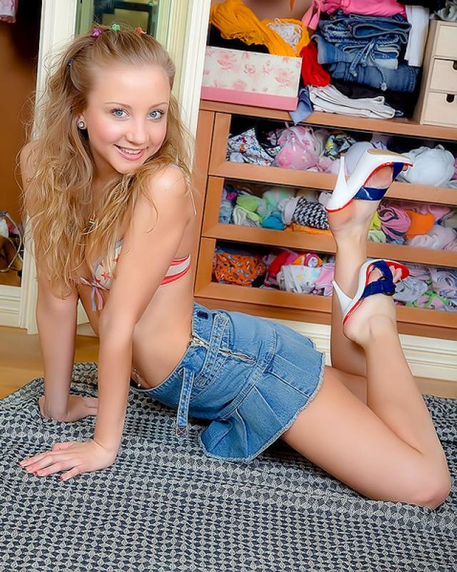 Блондинка нашла в шкафе самотык