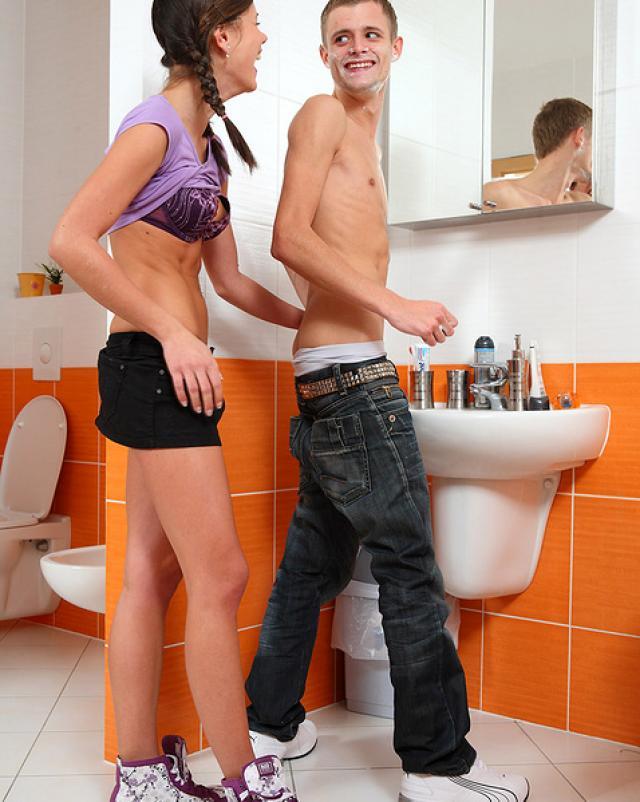 Выносливый парень полил спермой горячую красотку с милыми косичками