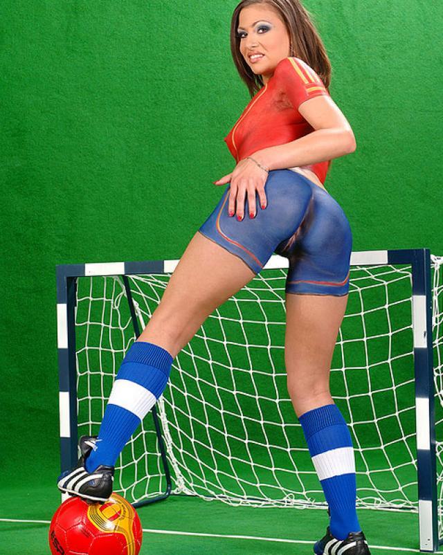Сексапильная сучка в футбольной форме