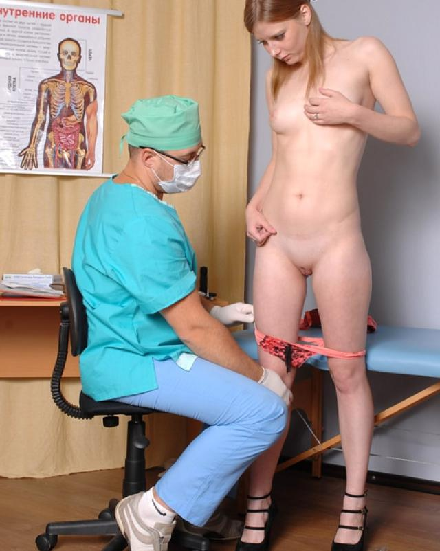 Доктор осмотрел юную девочку