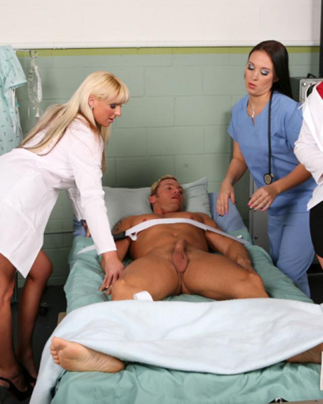Мужчине предстояла огромная групповуха с медсестрами