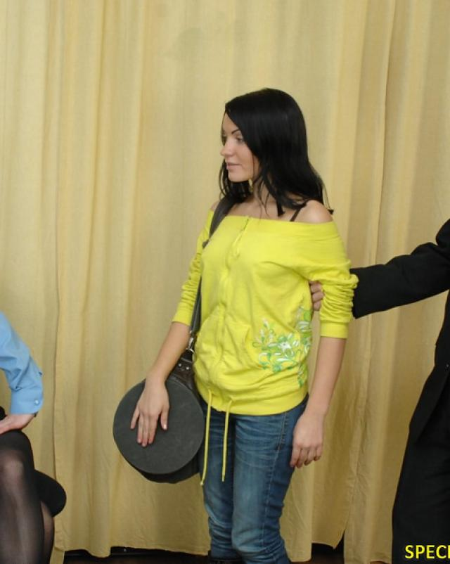 Проститутка на обыске