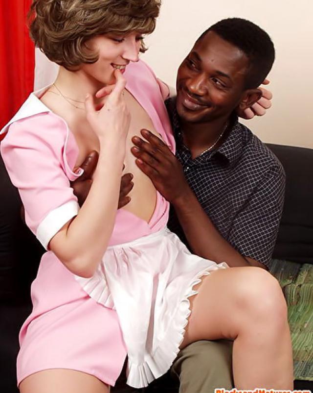 Сексуальную уборщицу поимел черный хозяин
