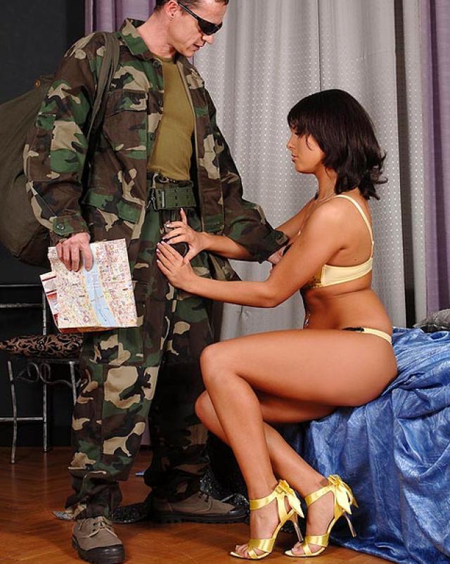Военный снял себя шлюху