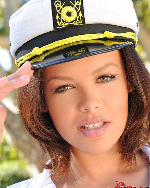 Красивая морячка изголодалась по ебли