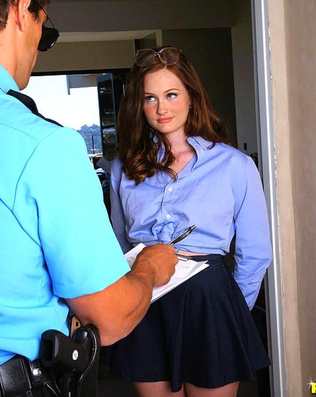 Рыжая деваха залетела на полицейский член