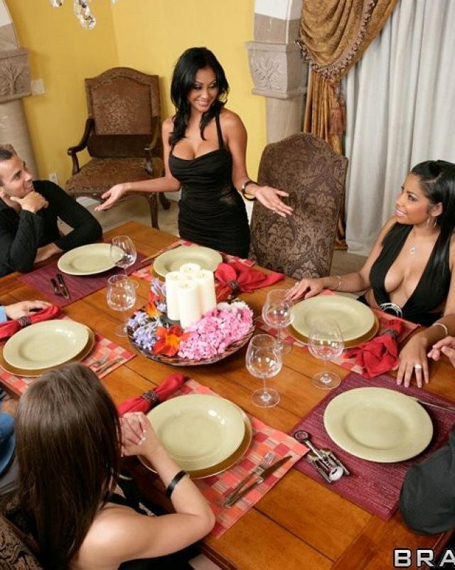 Вкусный ужин заканчивается еблей