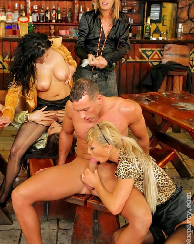 Оргия в баре