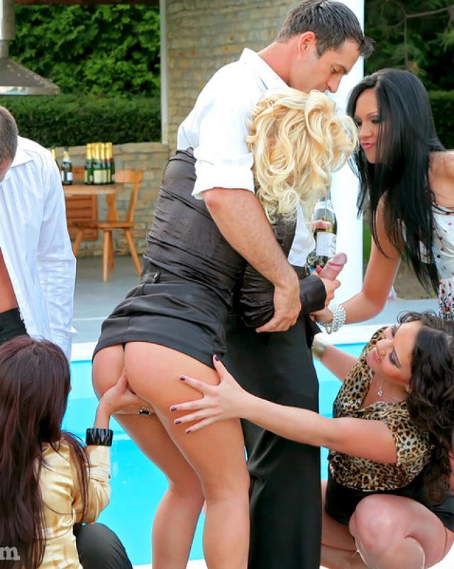 Эротичная вечеринка удалась на славу