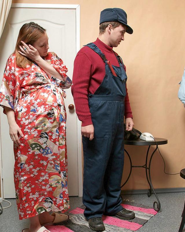 Русский сантехник оттрахал беременную хозяйку с окончанием во внутрь