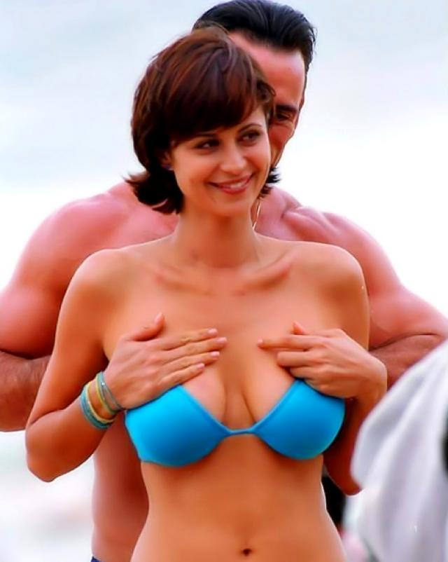 Катерина Белл сексуально позирует в дорогостоящем бельишке