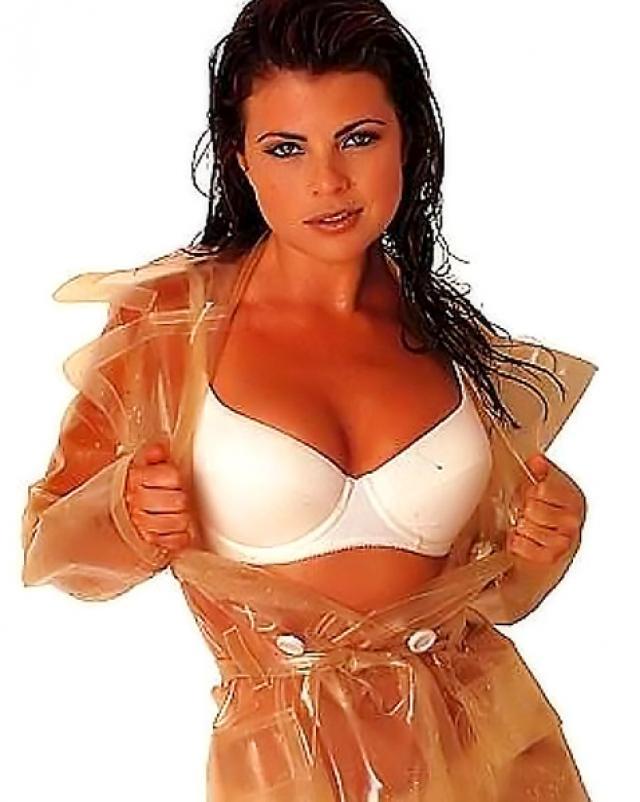 Yasmine Bleeth и ее пикантные фото в нижнем белье