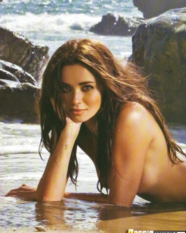 Эротичная фотосессия латиноамериканской модели