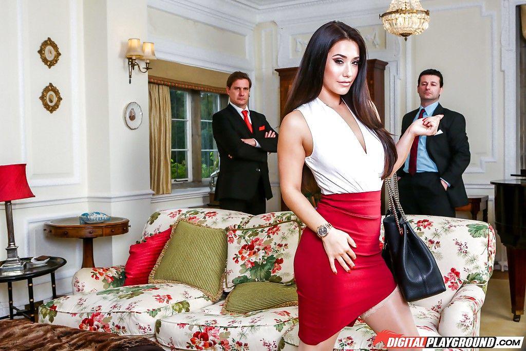 Знаменитая мексиканка делает порно фото с большим членом во рту