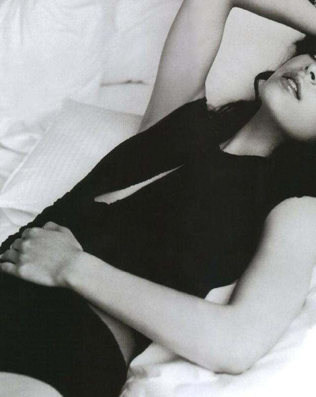 Красивая и молодая знаменитость Kristin Kreuk
