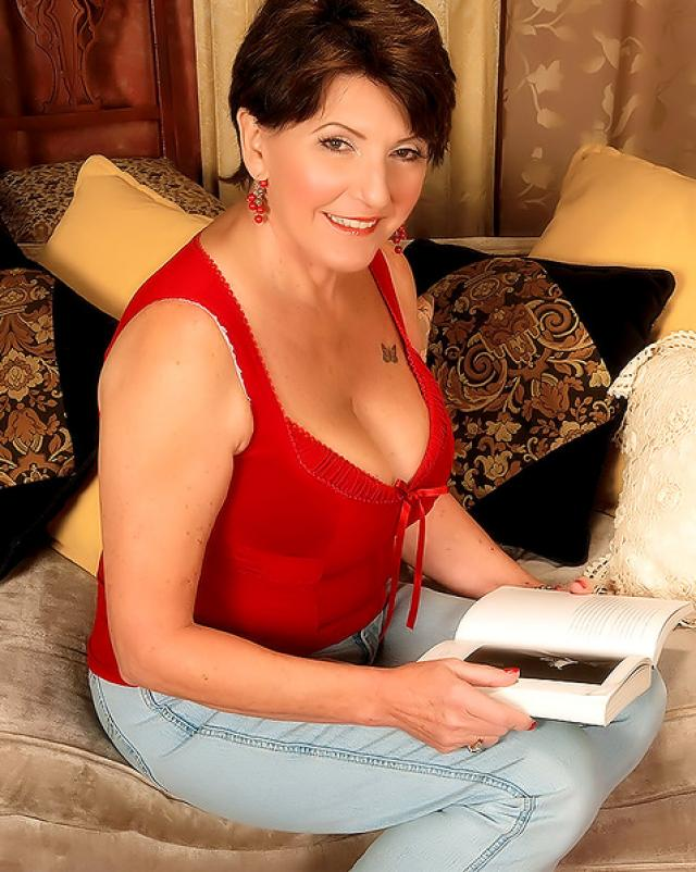 Эро фото роскошной женщины с большими дойками
