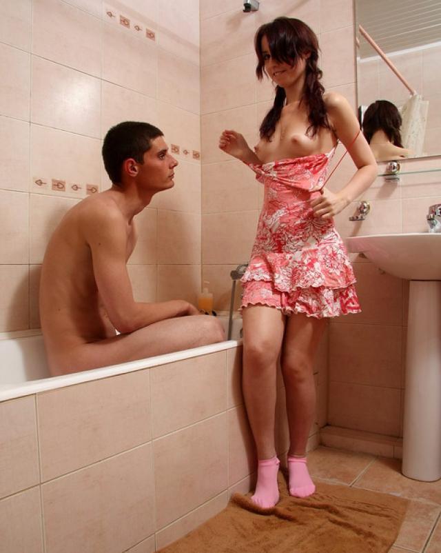 Русская пара протрахалась весь день на пролет