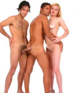 Секс втроем с латинкой и бисексуальными мачо