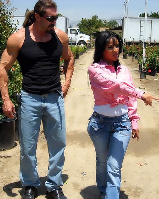 Мексиканская колхозница села на большой член местного щеголя