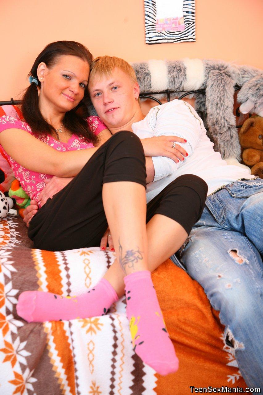 Русская девушка глотает сперму по окончанию минета