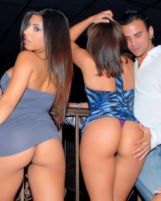 Откровенные фото с ночного клуба