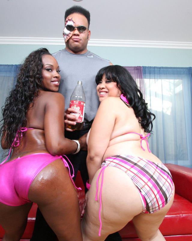 Порно фото межрассовой порки двух толстеньких негритянок