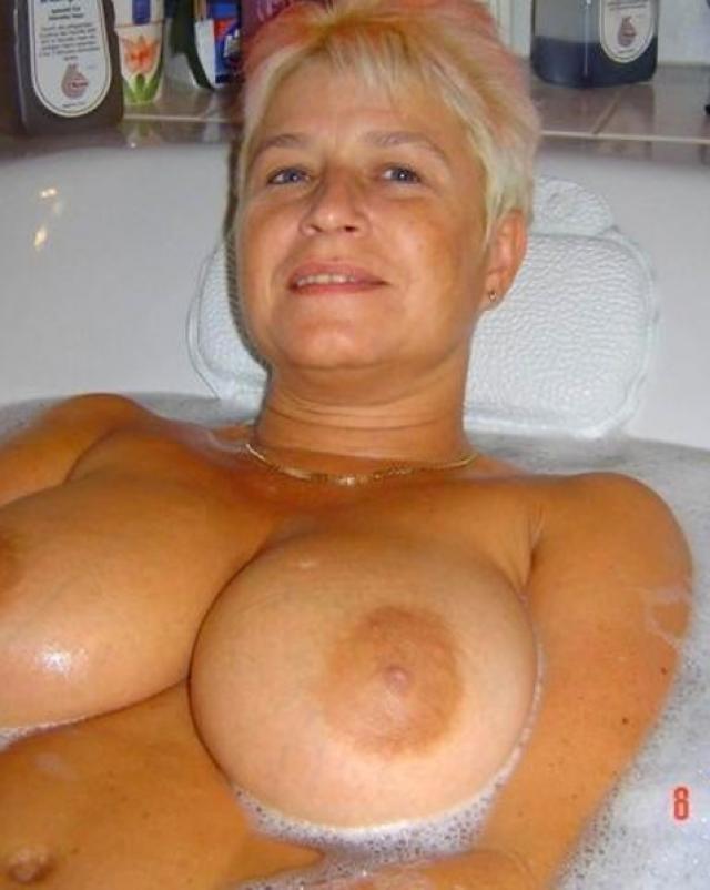 Любительницы и их большие натуральные груди на фото