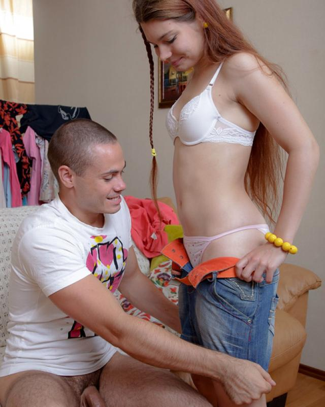 Молодая русская девушка дала парню в анал