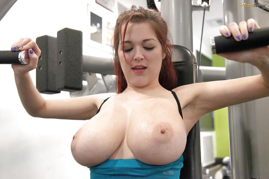 Models julia rose and lauren summer flash boobs to put off pitcher