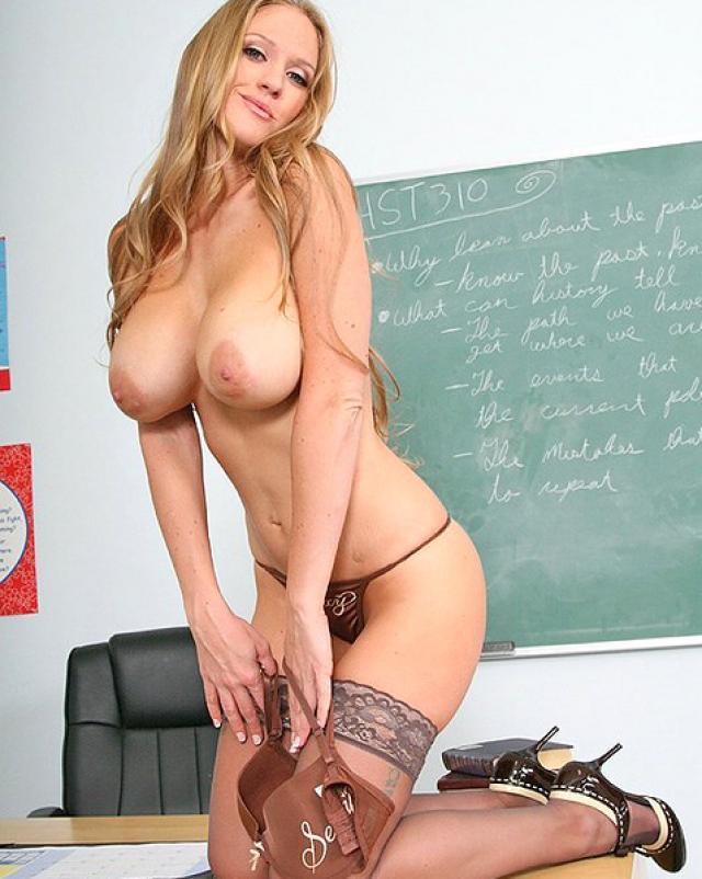 Училка с большими дойками трахнула плохого студента