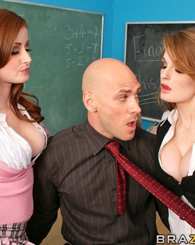 Рыжеволосые студентки отсасывают член брутального учителя